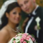 Brautstrauss und Anstecker mit rosa Rosen und weissen Callas