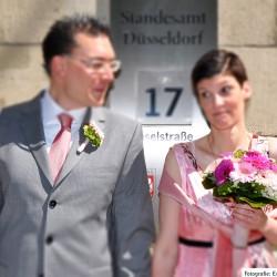 Brautstrauss mit Gerberas in verschiedenen rosatönen, passend zum Outfit - standesamtliche Hochzeit