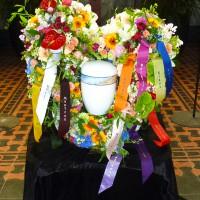 Trauergesteck Herz für Urnenbestattung