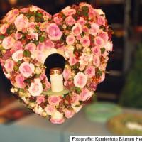 Trauergesteck 'Herz' mit Grablicht