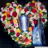 Trauergesteck 'Herz' für Urnenbestattung