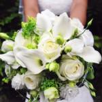 Brautstrauss mit weissen Rosen und Callas